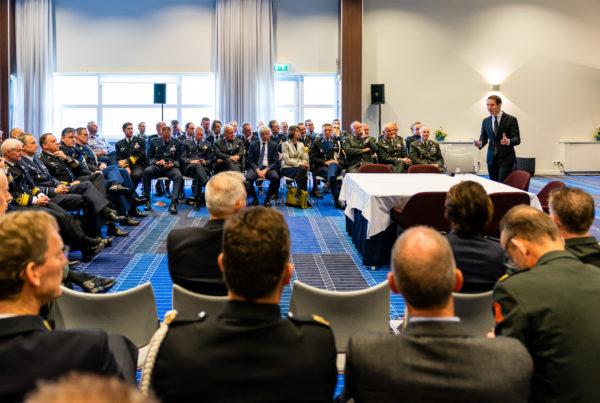 dagvoorzitter Nick Schoemaker EU dag defensie