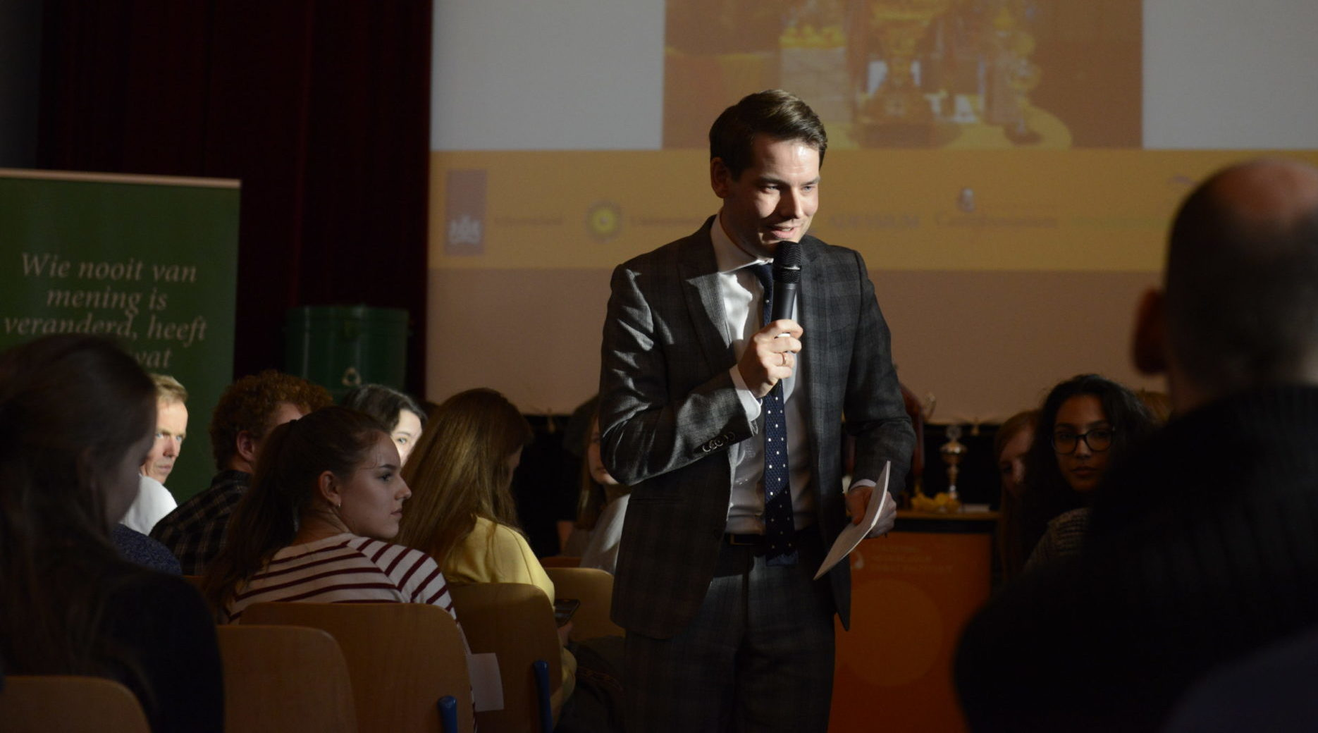 Debatleider Nick Schoemaker in actie
